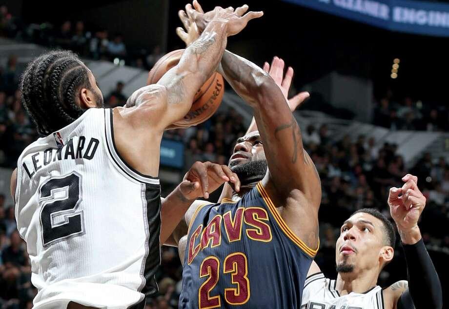 Kawhi Leonard and LeBron James should be 2018 MVP candidates. Photo: Edward A. Ornelas /San Antonio Express-News / © 2017 San Antonio Express-News