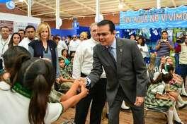 El Presidente Municipal Enrique Rivas, inauguró este miércoles la Feria del Agua que organizó la COMAPA en el marco de la conmemoración del Día Mundial del Agua, en la Sala Sergio Peña, en la que participaron 24 expositores.
