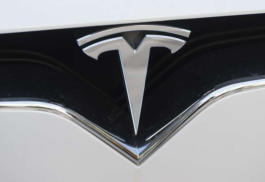 A Tesla employee is alleging racial and physical harassment at the company's Fremont plant. Photo: SAUL LOEB, AFP/Getty Images