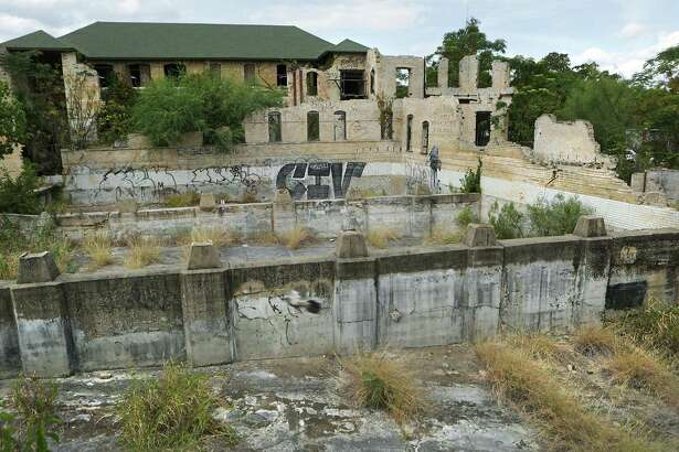 County officials approved a $5.8 million project to turn the Hot Wells ruins into a resort, but county commissioners say they're having trouble agreeing with local developer James Lifshutz on environmental cleanup and other issues.