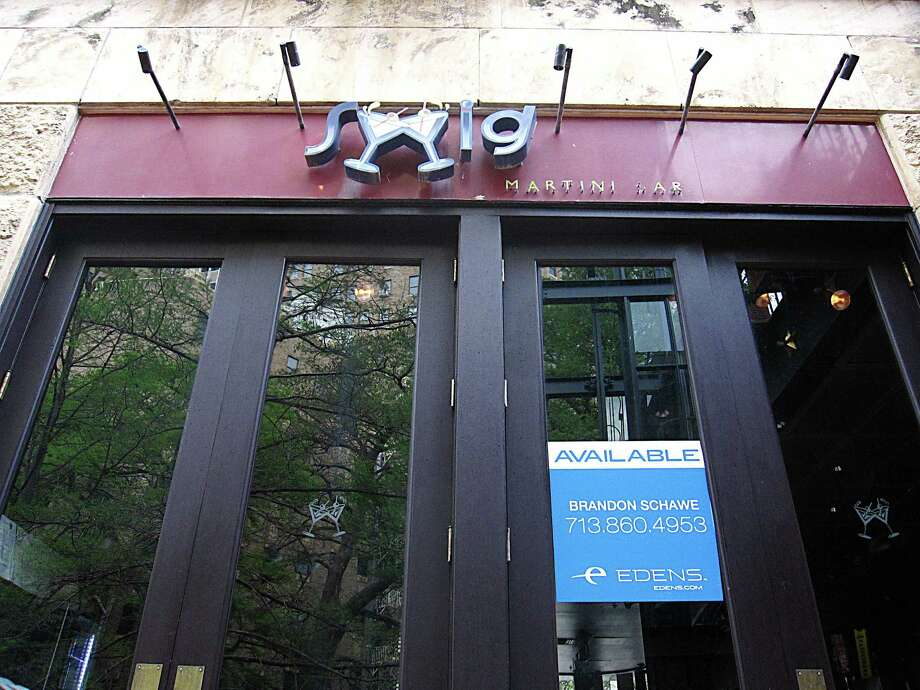 Swig Martini Bar has been locked out of its location at 111 W. Crockett St. on the River Walk. A sign on the window indicates that the property is available. Photo: Mike Sutter /San Antonio Express-News