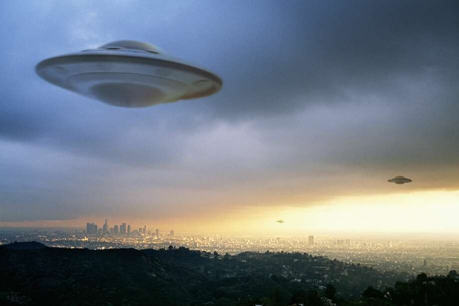 According to a new UFO reference book, self-published by two UFO experts, California is the top state with the most UFO sightings in the country. Photo: Lorenz And Avelar/Getty Images