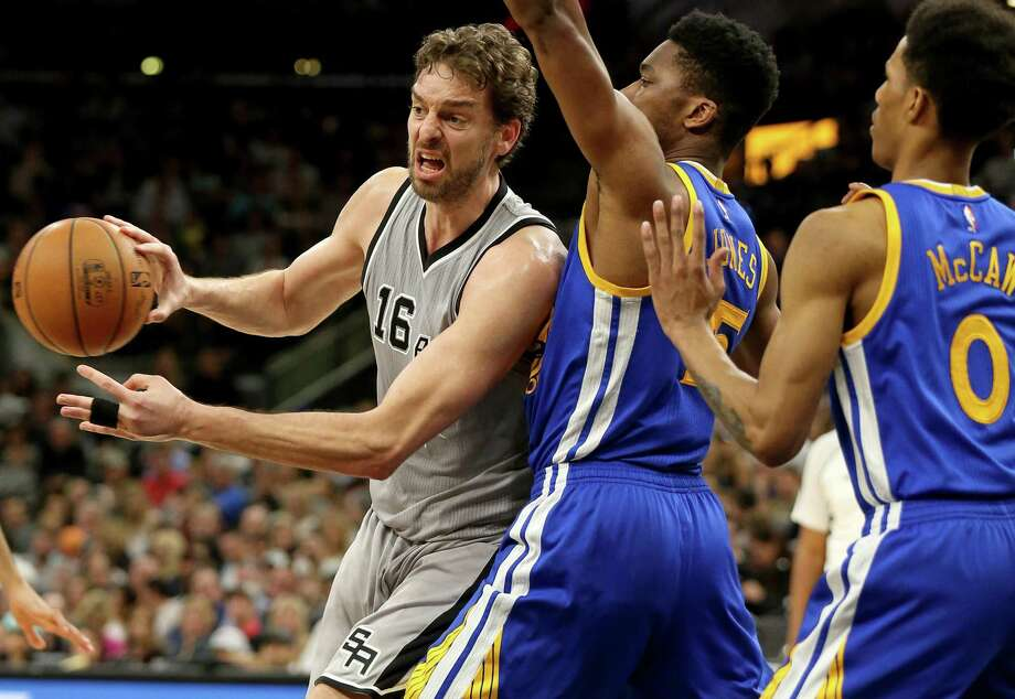 Spurs' Pau Gasol looks to pass around the Golden State Warriors' Kevon Looney (left) and Patrick McCaw during second half action on March 11, 2017 at the AT&T Center. Photo: Edward A. Ornelas /San Antonio Express-News / © 2017 San Antonio Express-News