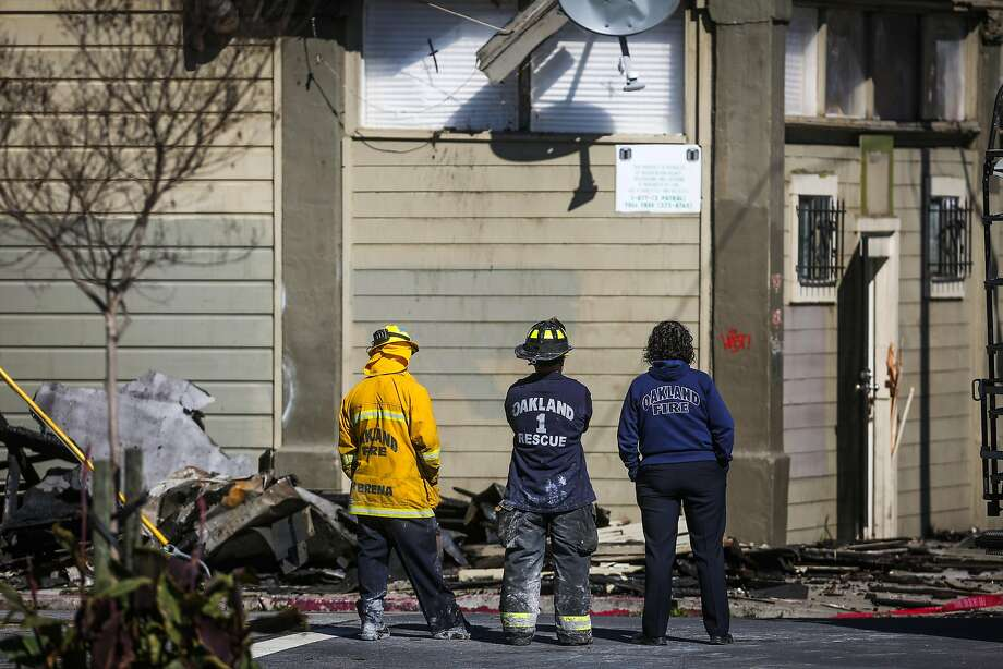 Oakland Fire personnel look at the remains of an apartment complex which was destroyed in a four-alarm fire on San Pablo Avenue in Oakland, California, on Tuesday, March 28, 2017. Photo: Gabrielle Lurie, The Chronicle