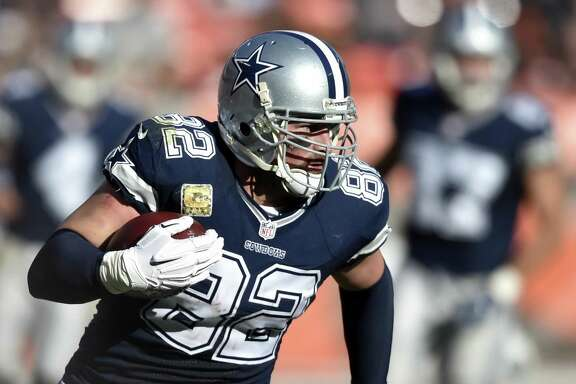 Dallas Cowboys tight end Jason Witten runs the ball after a reception in the second half against the Browns on Nov. 6, 2016, in Cleveland. Witten signed a four-year contract extension on March 28, 2017, that almost guarantees the 14-year veteran will spend his entire career with the Cowboys.