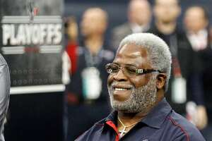 HOUSTON, TX - JANUARY 05:  Former Houston Oilers running back Earl Campbell attends the game between the Houston Texans and the Cincinnati Bengals during their AFC Wild Card Playoff Game at Reliant Stadium on January 5, 2013 in Houston, Texas.  (Photo by Bob Levey/Getty Images)