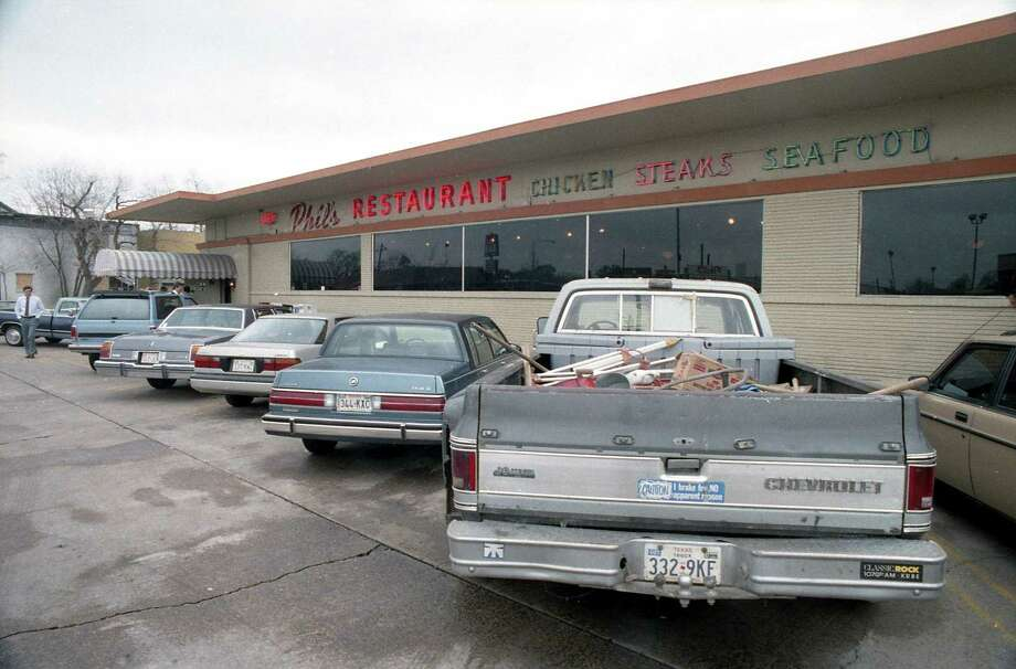 Phil's Restaurant, 3801 Farnham near U.S. 59, March 11, 1987. The restaurant was set to close two days later. Photo: E. Joseph Deering, Houston Chronicle