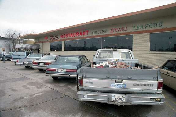 Phil's Restaurant, 3801 Farnham near U.S. 59, March 11, 1987. The restaurant was set to close two days later.
