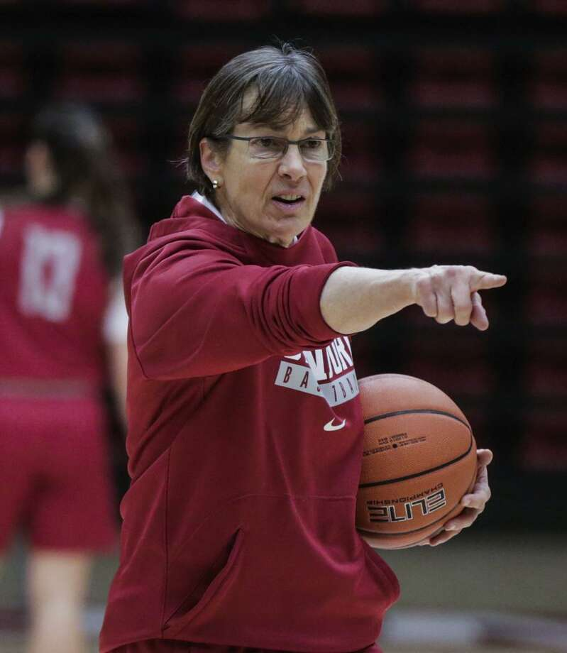 Stanford's Tara VanDerveer, above left, is unbeaten while coaching against South Carolina's Dawn Staley, both when Staley was a player at Virginia and as a head coach. Staley played for VanDerveer on the 1996 United States Olympic team. Photo: Gabrielle Lurie / The Chronicle / ONLINE_YES