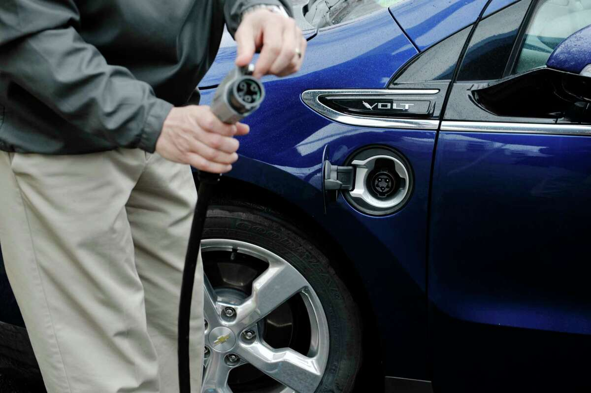 The state wants to sweeten the deal for consumers who are considering buying electric cars. Under an initiative unveiled last week by Gov. Andrew Cuomo, electric car drivers in the state will be eligible for up to $2,000 in rebates under a $55 million