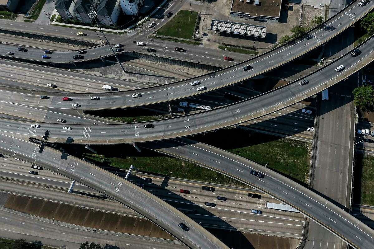 About 170,000 vehicles daily use Interstate 69, also known as U.S. 59, between Texas 288 and Interstate 45. The resulting gridlock translates to more than 21 million lost hours just in that area.