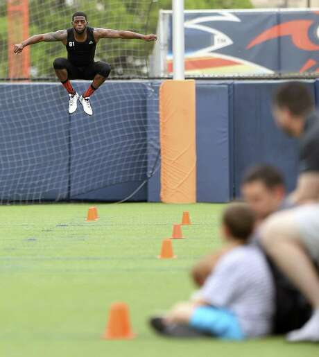 Kenny Bias stretches Tuesday, March 28, 2017 while competing in UTSA's NFL Pro Day. Photo: William Luther, Staff / San Antonio Express-News / © 2017 San Antonio Express-News