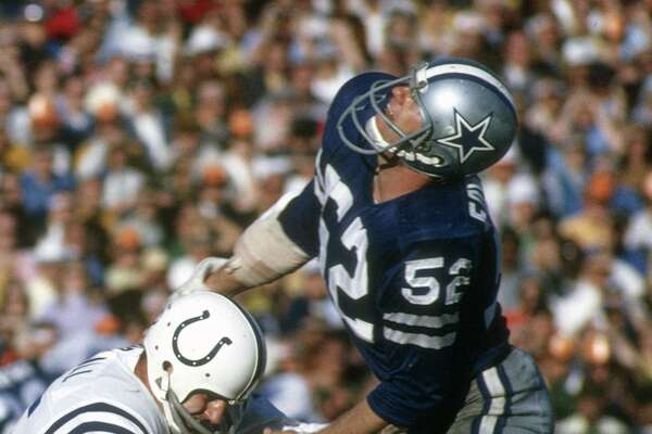 MIAMI, FL - JANUARY 17:  Dave Edwards #52 of the Dallas Cowboys puts the pressure on Earl Morrall #15 of the Baltimore Colts during Super Bowl V on January 17, 1971 at the Orange Bowl in Miami, Florida. The Colts won the Super Bowl 16-13. (Photo by Focus on Sport/Getty Images)