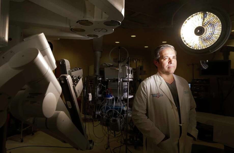 Dr. Miguel Gomez is shown in a robotic operating room at Houston Methodist West. Photo: Melissa Phillip, Staff / © 2017 Houston Chronicle