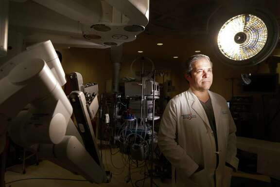 Dr. Miguel Gomez shown in a robotic operating room at Houston Methodist West Houston, Friday, Jan. 27, 2017, in Houston. ( Melissa Phillip / Houston Chronicle )