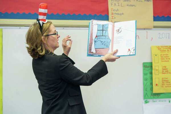 Laurel D'Antoni, wife of Rockets coach Mike D'Antoni, reads to Houston-area students during a recent school visit.