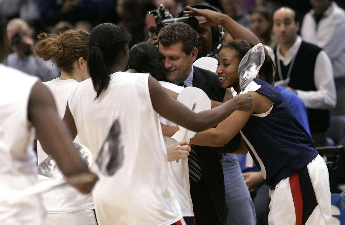 Geno hit a milestone Head University of Connecticut women's basketball coach Geno Auriemma had his 600th career win in Hartford, Conn., Sunday, Dec. 31, 2006. Unfortunately, the 2006-07 team would not go on to reach the Final Four....