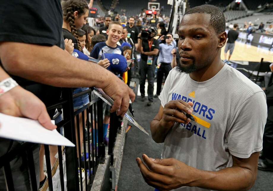 Golden State Warriors' Kevin Durant signs autographs before the game with the San Antonio Spurs Wednesday March 29, 2017 at the AT&T Center. Photo: Edward A. Ornelas, San Antonio Express-News