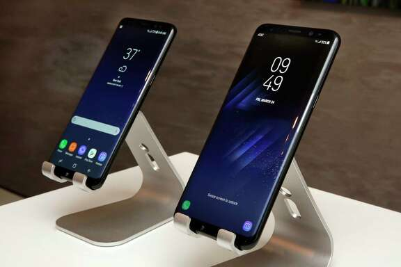 Despite the larger sizes, battery capacity isn't increasing in the Samsung S8's two models. That means more breathing room for the battery.