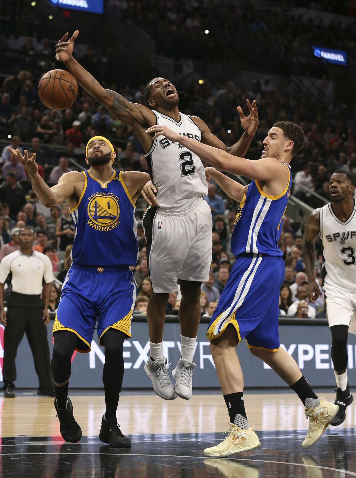 San Antonio Spurs?' Kawhi Leonard gets fouled by Golden State Warriors' Klay Thompson, right, as JaVale McGee assists during the first half at the AT&T Center, Wednesday, March 29, 2017.