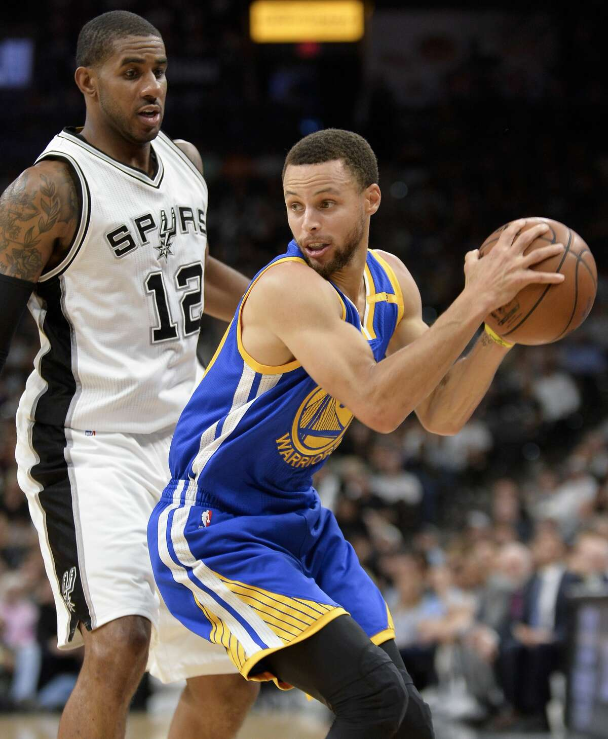 Golden State Warriors guard Stephen Curry, right, drives against San Antonio Spurs forward LaMarcus Aldridge during the first half of an NBA basketball game, Wednesday, March 29, 2017, in San Antonio. (AP Photo/Darren Abate)