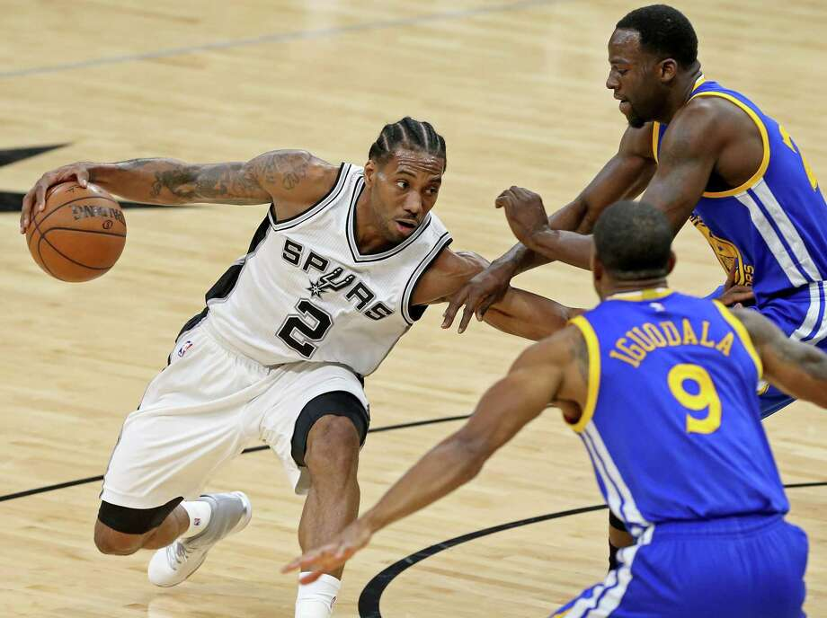 Spurs' Kawhi Leonard looks for room between Golden State Warriors' Andre Iguodala and Draymond Green during first half action on March 29, 2017 at the AT&T Center. Photo: Edward A. Ornelas /San Antonio Express-News / © 2017 San Antonio Express-News
