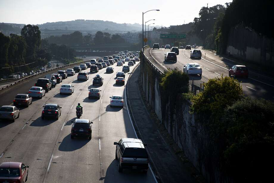 Morning traffic heading toward the Bay Bridge begins to pile at Interstate 101 on Thursday, March 30, 2017 in San Francisco, Calif. Photo: Santiago Mejia / The Chronicle
