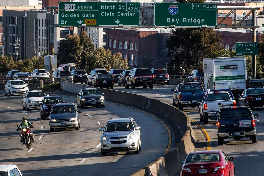 Morning traffic heading towards the Bay Bridge begins to pile at Interstate 80 on Thursday, March 30, 2017 in San Francisco, Calif. Photo: Santiago Mejia, The Chronicle