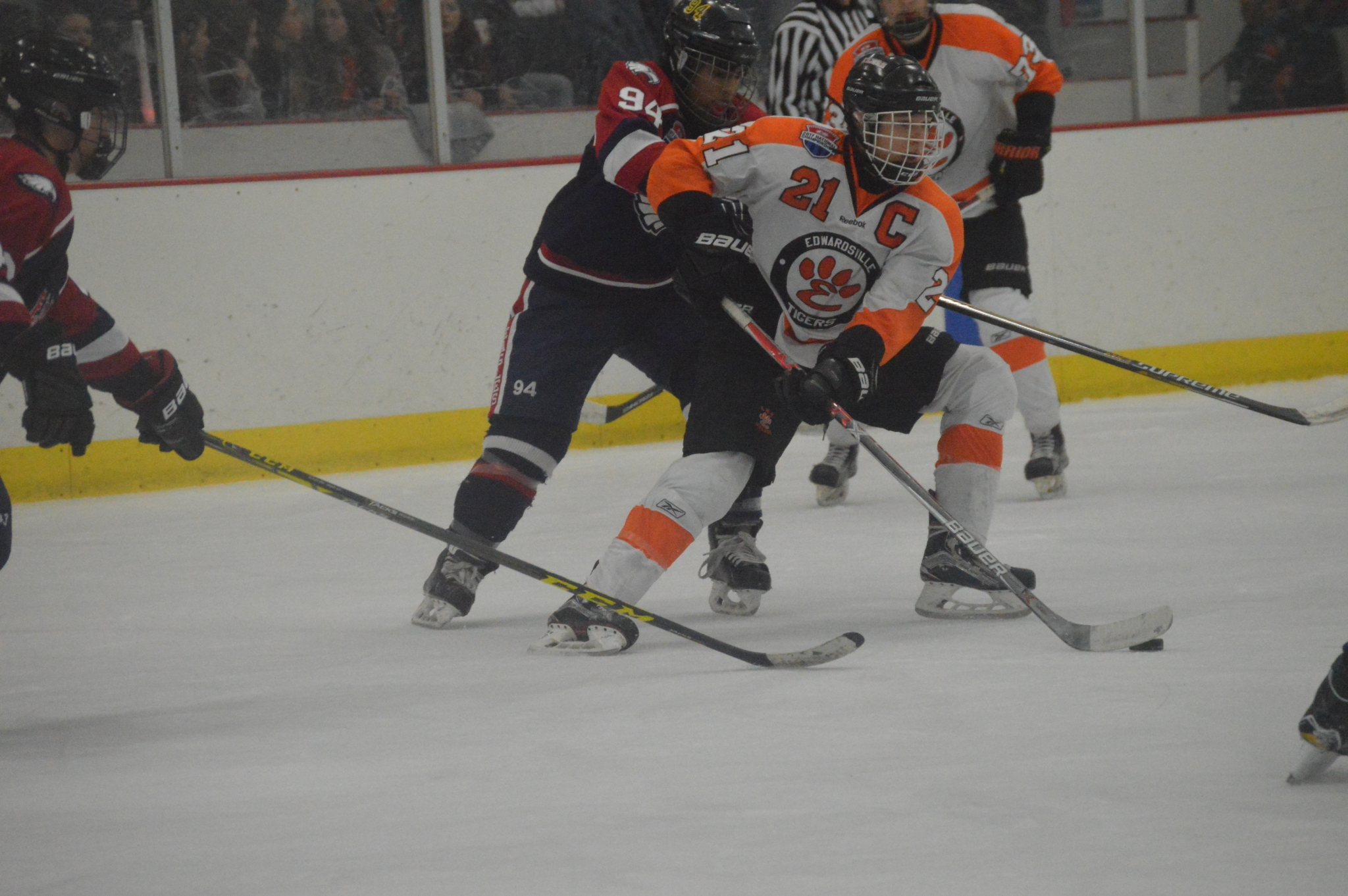 ICE HOCKEY: Early goal sets the tone in Edwardsville's win ...