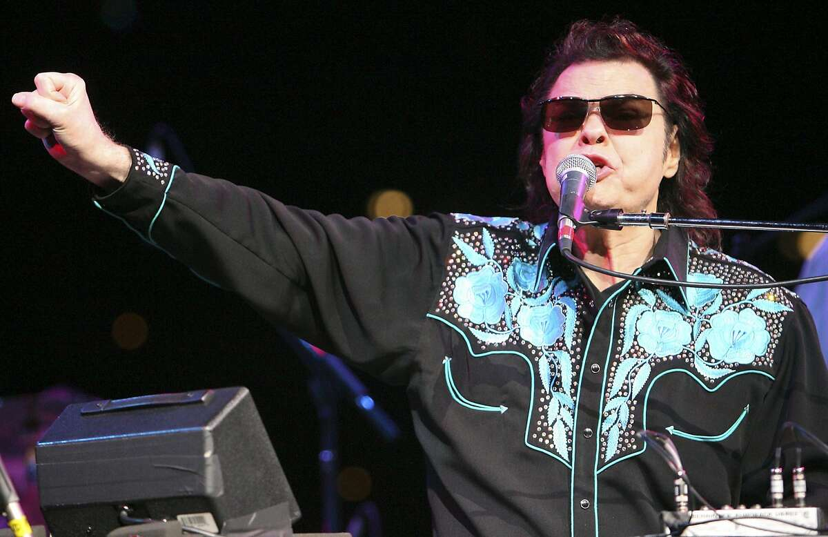 FOR METRO - Ronnie Milsap performs Sunday Feb. 3, 2008 during the 59th Annual San Antonio Stock Show & Rodeo at the AT&T Center. (PHOTO BY EDWARD A. ORNELAS/STAFF)