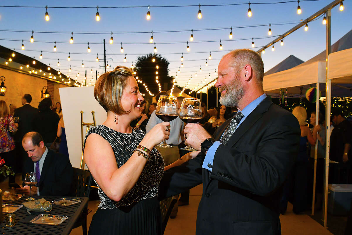 Share some wine Nothing says date night like wine, so treat your special someone to a wine tasting at one of Connecticut's scenic vineyards. If you prefer a sit-down meal with your glass, take a look at some local wine bars.