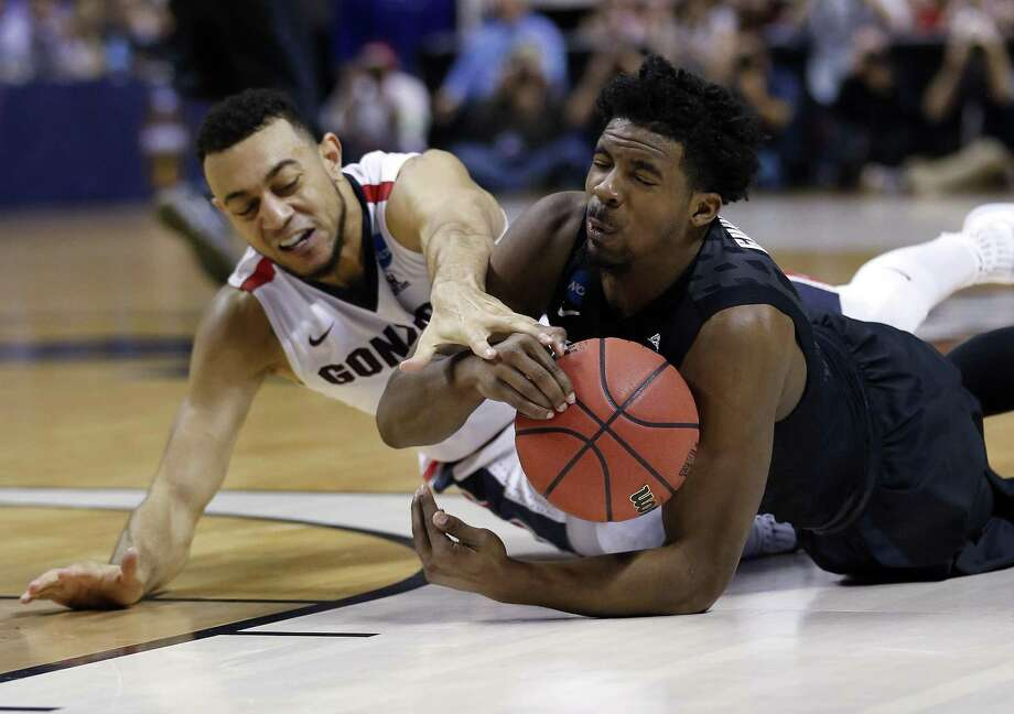 Xavier guard Quentin Goodin (righ) grabs a loose ball next to Gonzaga guard Nigel Williams-Goss during the first half of an NCAA Tournament game on March 25, 2017, in San Jose, Calif. Photo: Tony Avelar /Associated Press / Stratford Booster Club