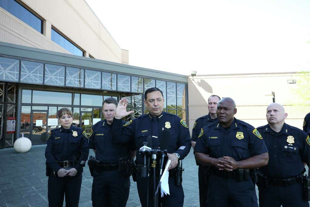 Houston Police chief Art Acevedo talks to media about the sergeant who took his own life inside the Westside Police Station Friday, March 31, 2017 in Houston. Photo: Godofredo A. Vasquez / Houston Chronicle
