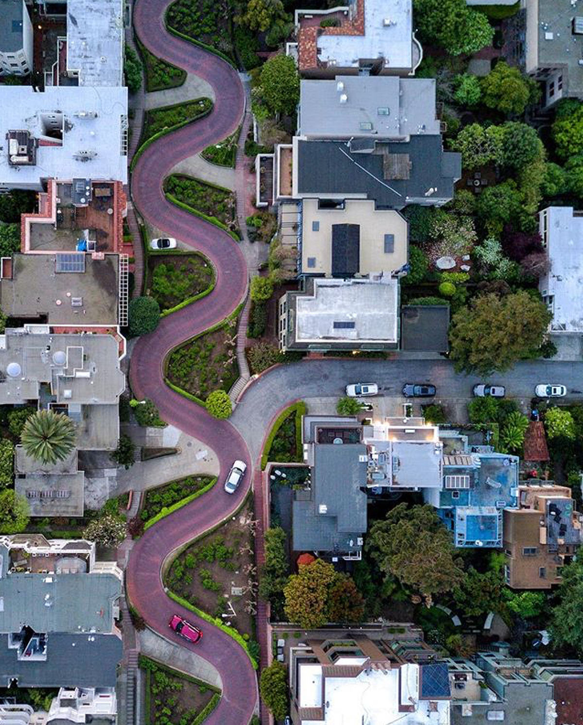 @garrettroth gives us a unique perspective on Lombard Street.