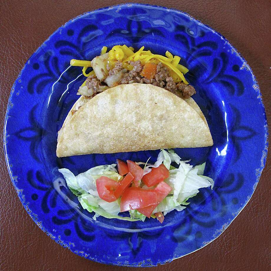 Crispy beef taco from Family Mexican Restaurant on U.S. 181 South. Photo: Mike Sutter /San Antonio Express-News