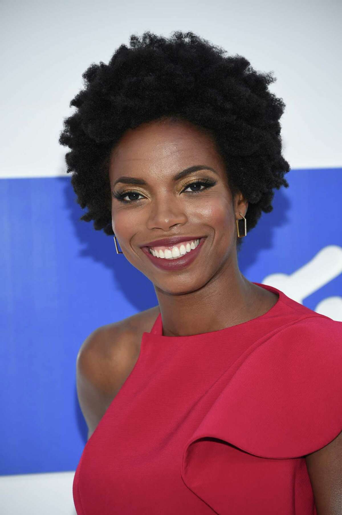 """FILE - In this Aug. 28, 2016 file photo, Sasheer Zamata arrives at the MTV Video Music Awards in New York. Zamata, a former member of the Upright Citizens Brigade who plays a mean Beyonce and Rihanna on Â?""""SNL,Â?"""" is debuting her first special, called Â?""""Pizza Mind,Â?"""" on the internet platform Seeso on Thursday, March 28, 2017. (Photo by Evan Agostini/Invision/AP, File)"""