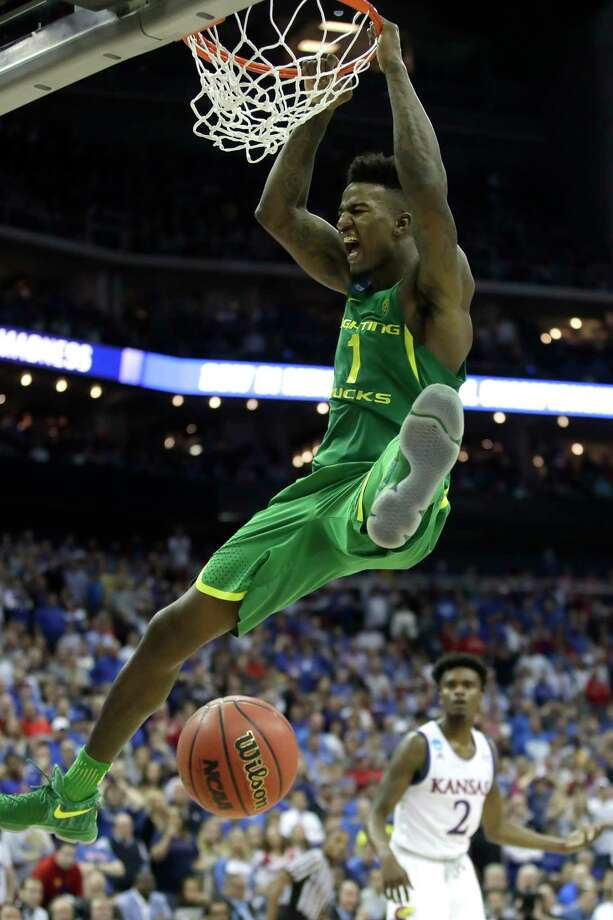 Oregon's Jordan Bell dunks the ball during a NCAA men's college basketball midwest regional championship game against Kansas, Saturday, March 25, 2017, in Kansas City, Mo. (AP Photo/Charlie Riedel) Photo: Charlie Riedel, STF / Copyright 2017 The Associated Press. All rights reserved.