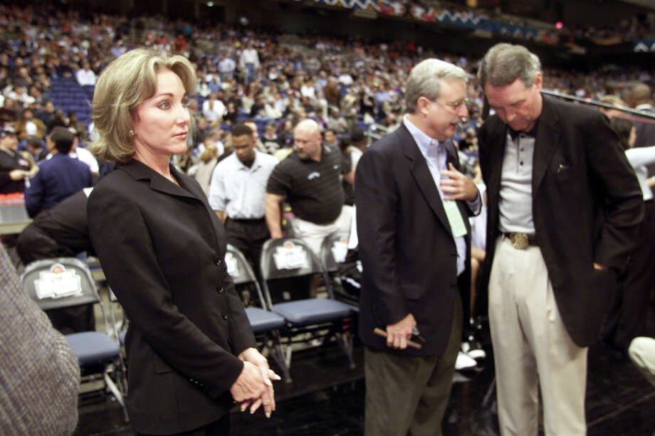 SA LIFE Spicer 11/7/99 Julianna Holt waits for her husband prior to the San Antonio Spurs Ring Ceremony at the Alamodome on Nov. 2, 1999. jerry lara/staff Photo: JERRY LARA / EN