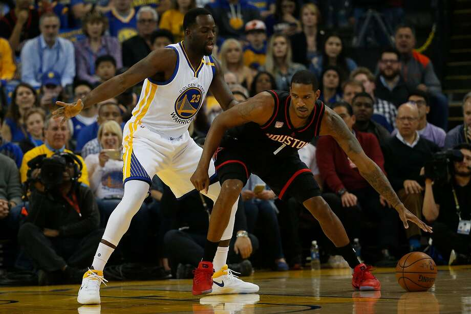 Draymond Green of the Warriors guards Trevor Ariza, one of several dangerous three-point threats for the Houston Rockets. Photo: Stephen Lam / Special To The Chronicle 2017