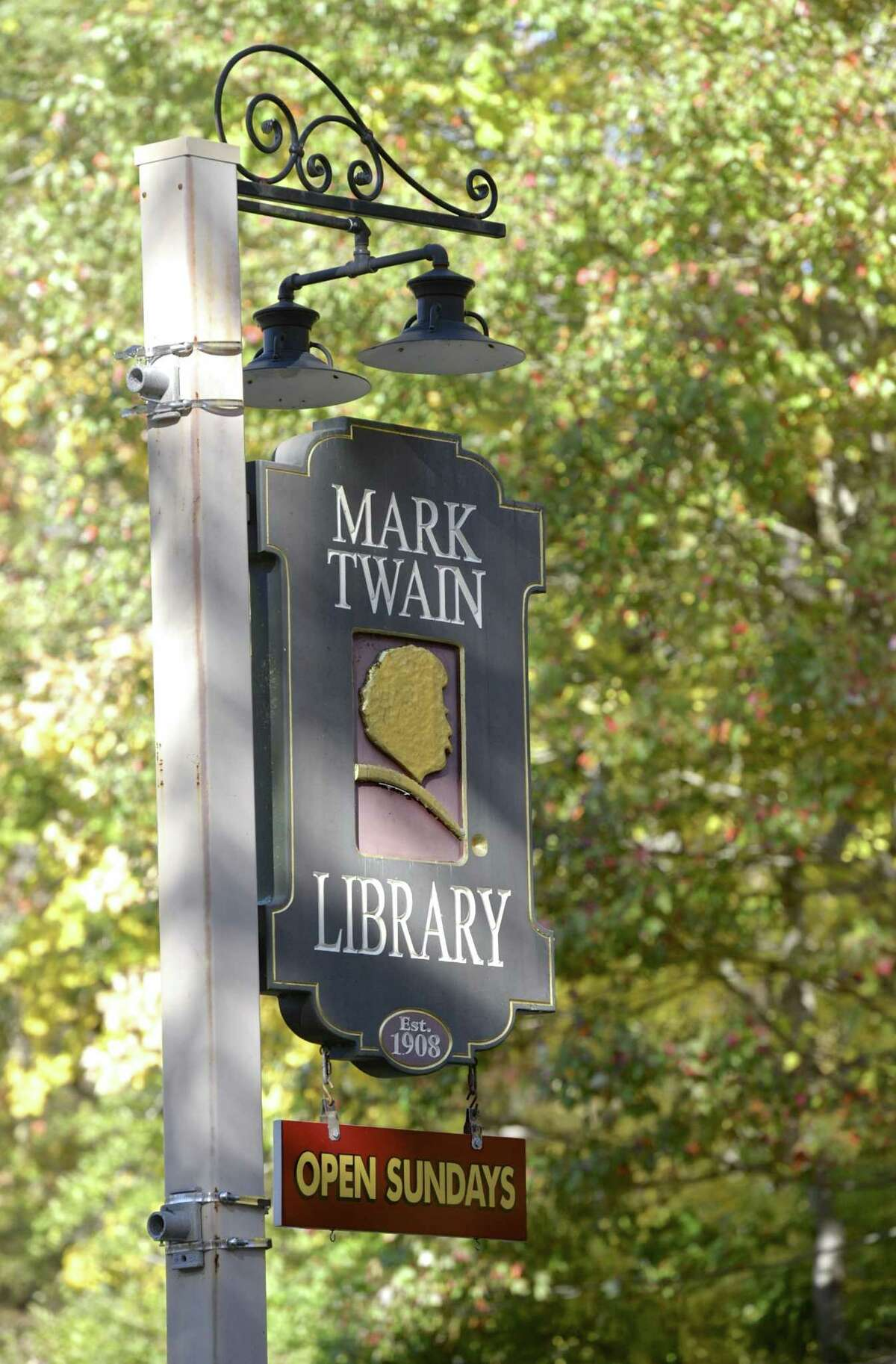 Sign at the entrance to the Mark Twain Library.