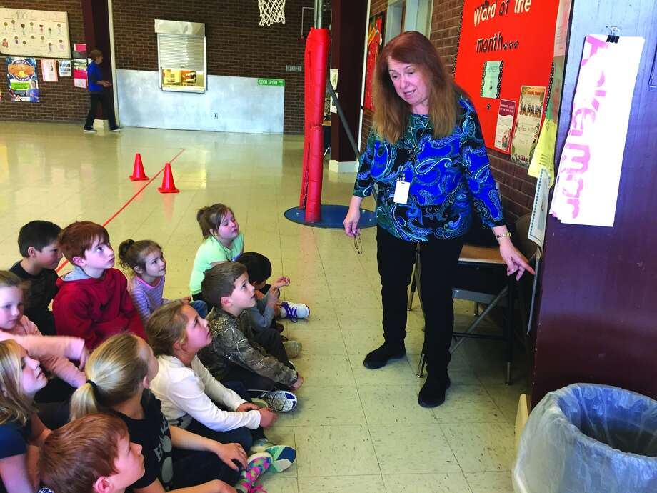 Linda Nota teaches students at Hamel Elementary School. Photo: Julia Biggs • Intelligencer
