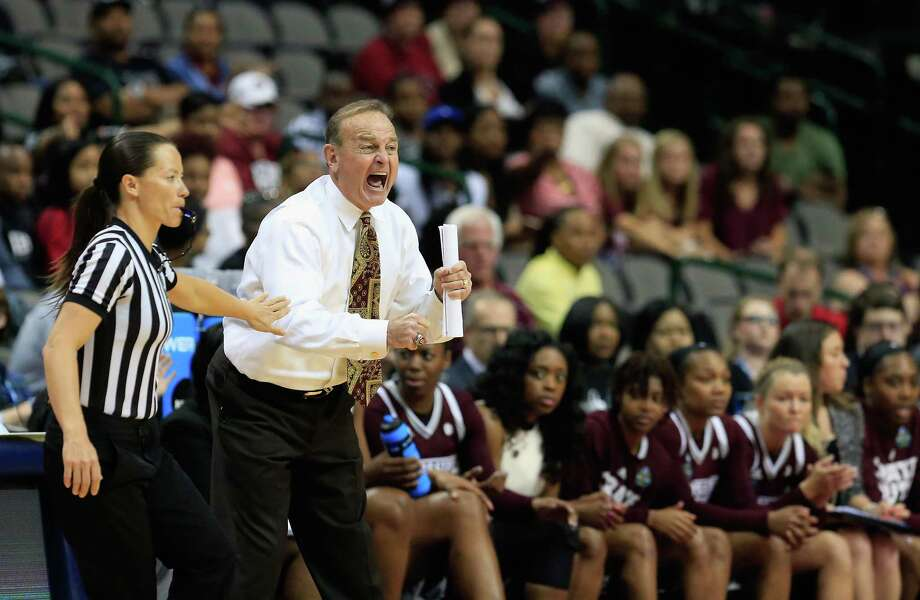The end of a streak; Mississippi St upsets CT