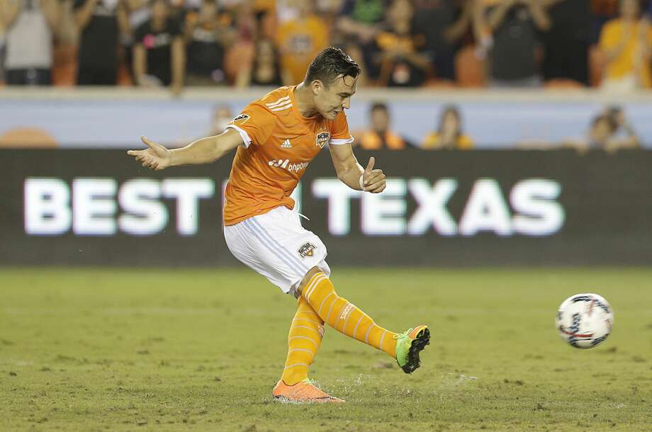 Houston Dynamo forward Erick Torres (9) scores on a penalty against the New York Red Bulls in the first half on April 1, 2017 at BBVA Stadium in Houston, TX. (Photo: Thomas B. Shea/For the Chronicle) Photo: Thomas B. Shea/For The Chronicle