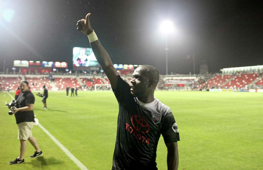 San Antonio FC's Billy Forbes gives a thumbs-up to fans after the match with L.A. Galaxy II on April 1, 2017 at Toyota Field. Photo: Edward A. Ornelas /San Antonio Express-News / © 2017 San Antonio Express-News