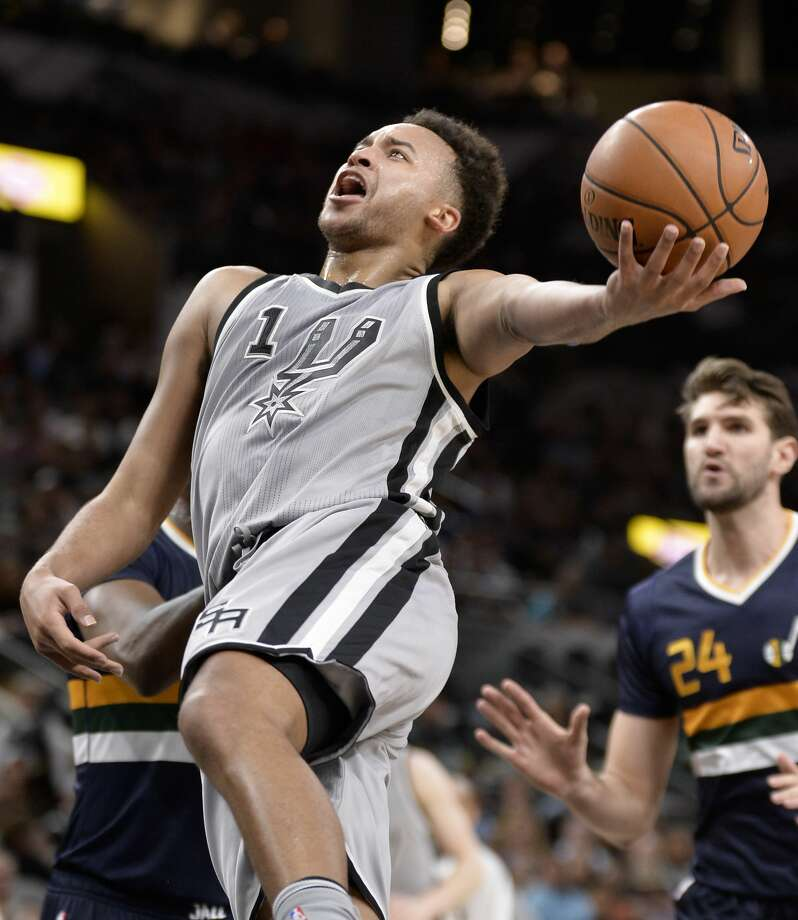 San Antonio Spurs forward Kyle Anderson (1) shoots during the first half of the team's NBA basketball game against the Utah Jazz, Sunday, April. 2, 2017, in San Antonio. (AP Photo/Darren Abate) Photo: Darren Abate/Associated Press
