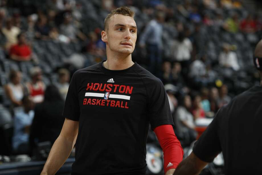 Sam Dekker broke his left hand in a collision with Suns forward Jared Dudley midway through the fourth quarter on Sunday. Photo: David Zalubowski/Associated Press