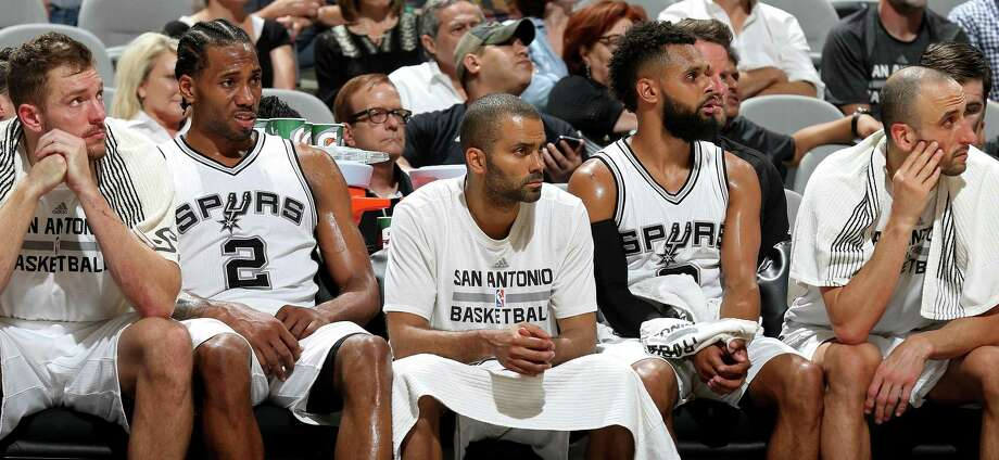Tony Parker, Patty Mills, and Manu Ginobili watch the action on March 29. Photo: Edward A. Ornelas /San Antonio Express-News / © 2017 San Antonio Express-News