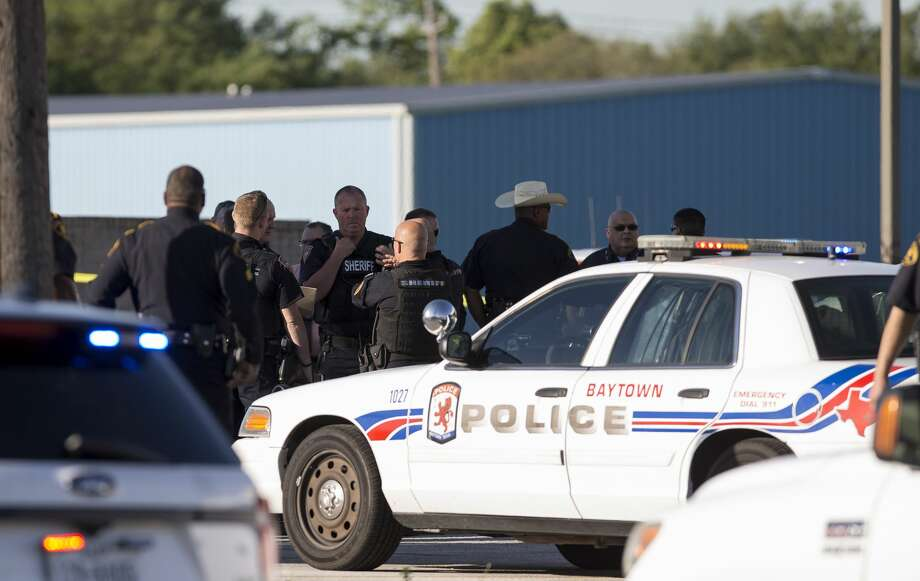 Authorities investigate the scene where a Precinct Three constable was shot behind the Baytown Courthouse on the 700 block of Baker Road Monday, April 3, 2017, in Houston. ( Godofredo A. Vasquez / Houston Chronicle ) Photo: Godofredo A. Vasquez/Houston Chronicle