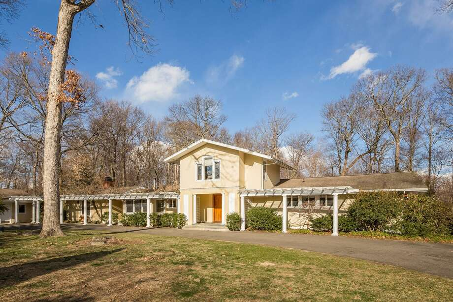 The tan-colored mid-century modern house at 20 Shady Acres Road was not built by one of the Harvard Five but it is definitely one-of-a-kind.