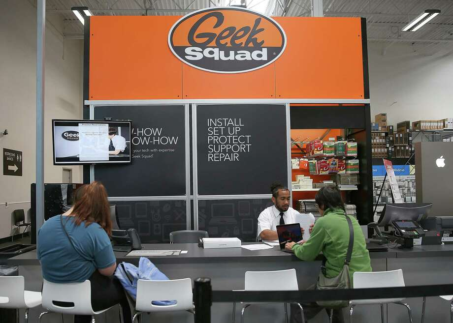 A consultation agent helps customers at Geek Squad in a San Francisco Best Buy. Computers that require data recovery are typically sent from Best Buy stores around the country to a central Geek Squad City facility in Brooks, Kentucky, and customers consent to having their computers searched — and turned over to authorities if child porn is found. Photo: Liz Hafalia /San Francisco Chronicle / online_yes